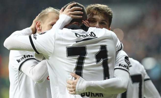Beşiktaş yeni transferleriyle çıkışta