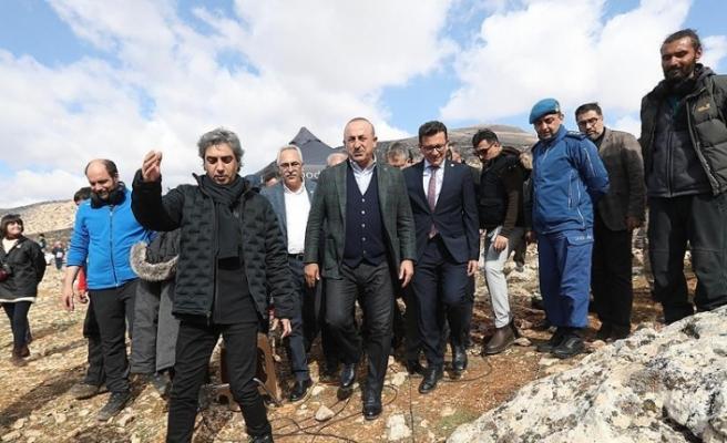 Dışişleri Bakanı Çavuşoğlu dizi film setini ziyaret etti