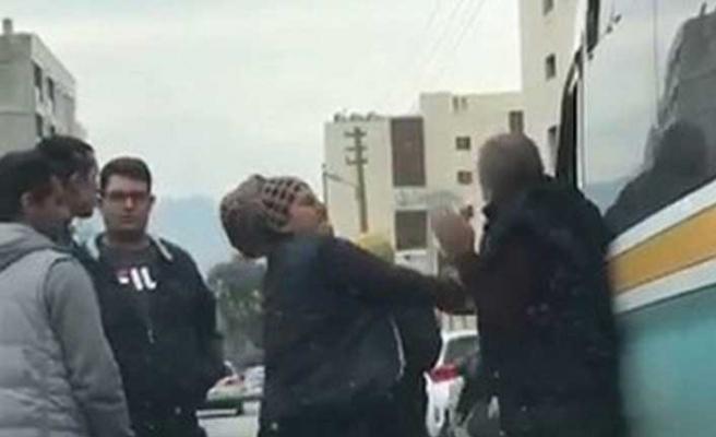 İzmir'de dolmuş şoförüne kadın yolcu dayağı!