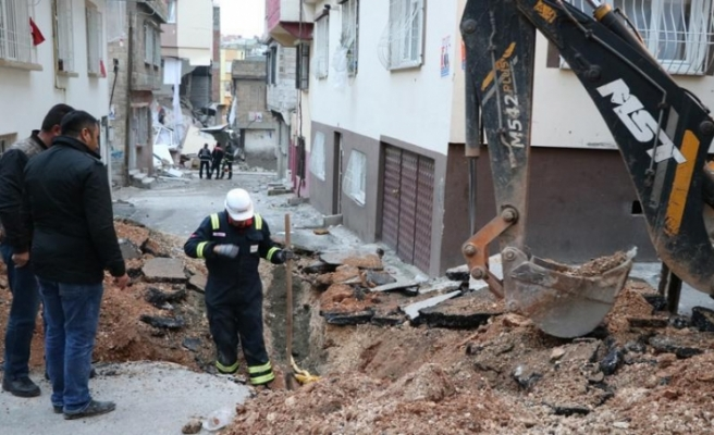 Gaziantep'teki hasar gören binalar yıkıldı