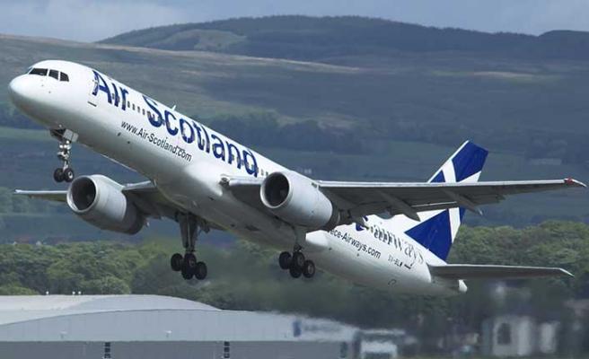Çay suyu biten uçak acil iniş yaptı