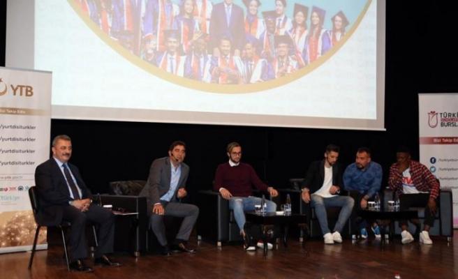 Ünal Karaman ve Trabzonsporlu futbolcular öğrencilerle buluştu