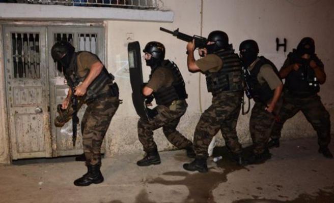 250 polis, uzun namlulu silahlar… Adana'da 'sokak çetesi'ne operasyon