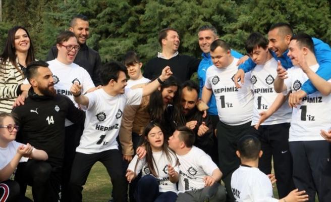 Altaylı futbolcular, down sendromlu çocuklarla buluştu