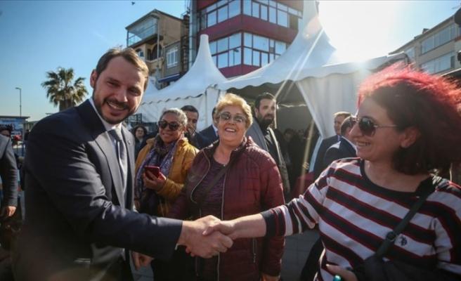 Bakan Albayrak Sarıyer'de esnaf ziyaretinde bulundu