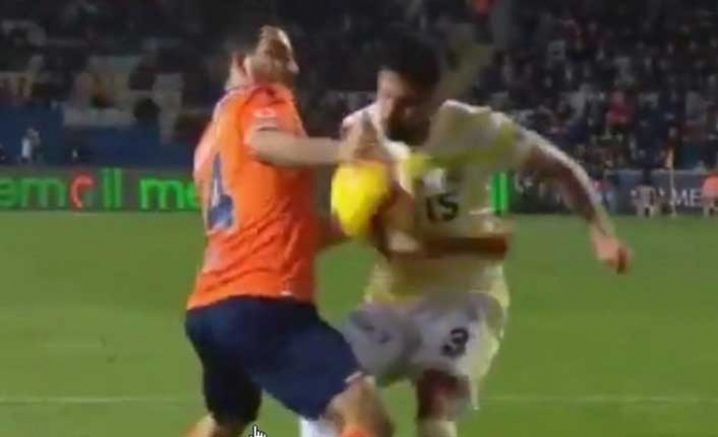 Başakşehir - Fenerbahçe maçına damga vuran tartışmalı pozisyon!