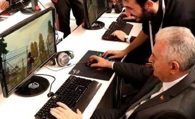 AK Parti İstanbul adayı Binali Yıldırım PUBG oynadı