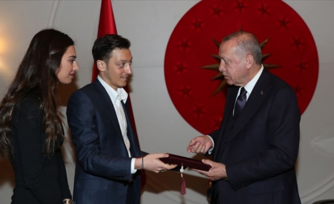 Cumhurbaşkanı Erdoğan futbolcu Mesut Özil'i kabul etti