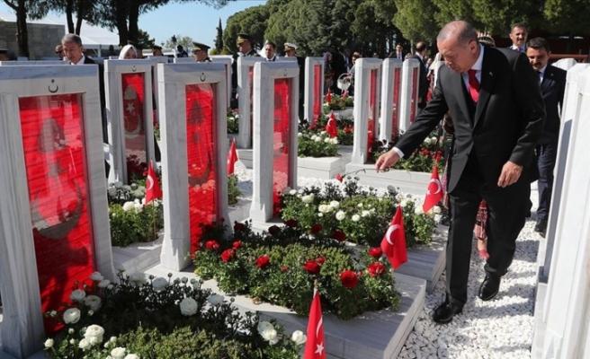 Cumhurbaşkanı Erdoğan Şehitler Abidesi'nde düzenlenen törene katıldı