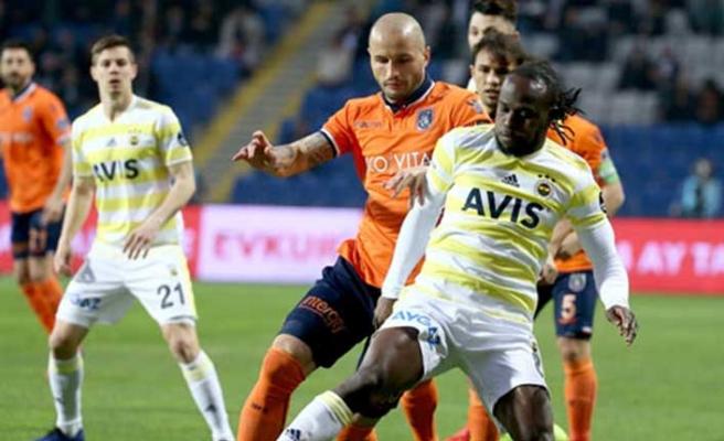 Fenerbahçe lider Başakşehir'e direnemedi: 1-2