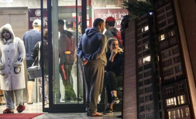 İstanbul'da hareketli anlar! 80 kişi dışarı çıkarıldı