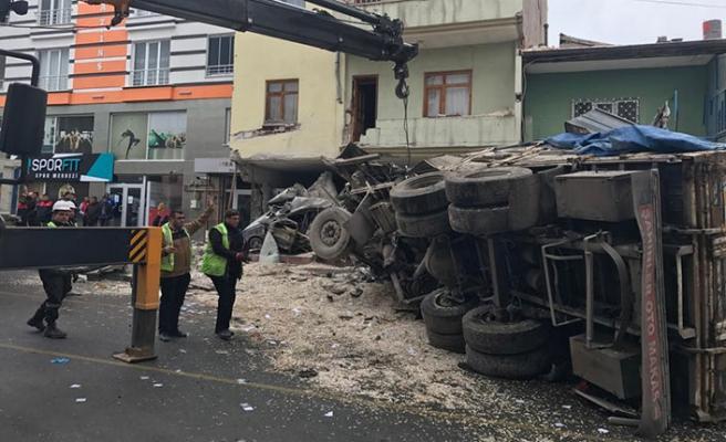 Kayseri'de kamyon dehşeti: 2 ölü, 1 yaralı