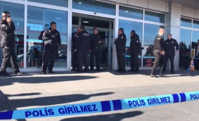 Kayseri Havaalanı'nda silah sesleri! Yaralılar var