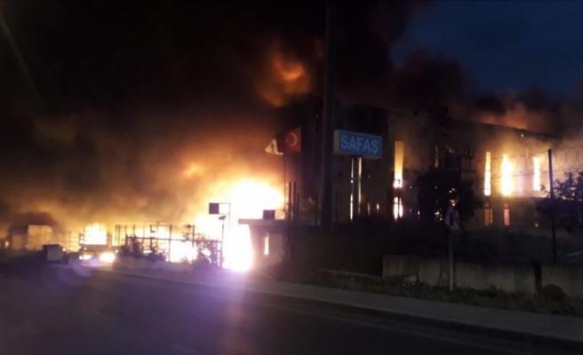 Kocaeli'de çıkan fabrika yangını söndürüldü