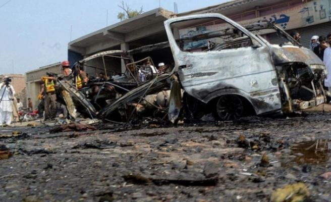 Pakistan'da trene bombalı saldırı! Çok sayıda ölü ve yaralı var