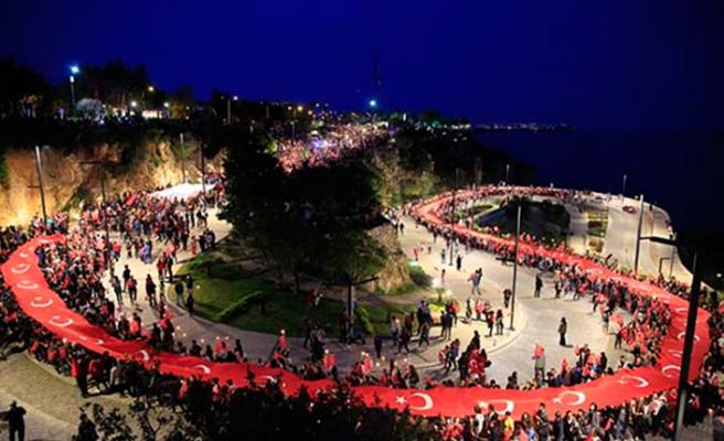 Antalya Büyükşehir fener alayı düzenledi