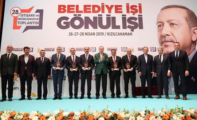 Başkan Zorluoğlu, ödülünü Cumhurbaşkanı Erdoğan'dan aldı