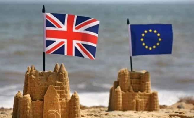 Brexit'i erteleyen İngiltere için yaz 'sıcak' geçecek