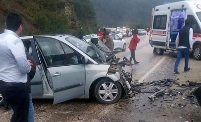 Bursa'da trafik kazası: 2 ölü, 8 yaralı