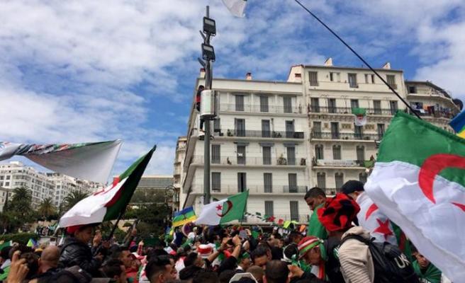 Cezayir'de yeni cumhurbaşkanı belli oldu