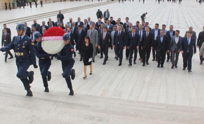 Cumhur İttifakı'nın İzmir belediye başkanlarından Anıtkabir'e ziyaret