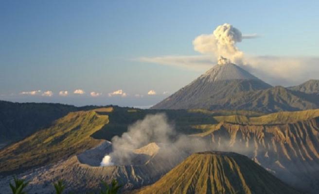 Bali'de Agung Yanardağı'nda patlama