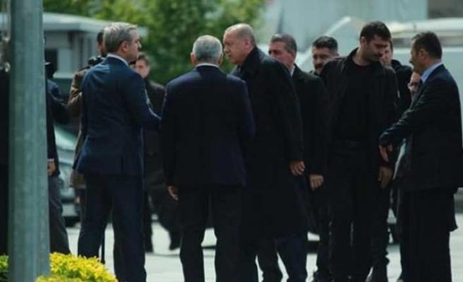Erdoğan seçim değerlendirme toplantısı için İstanbul İl Başkanlığı'nda