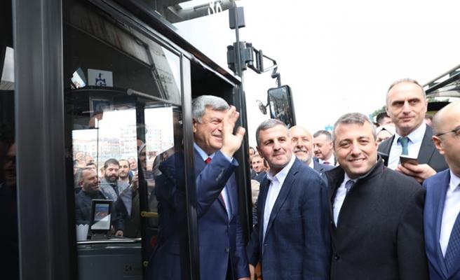 Görevi devreden başkan eve otobüsle gitti