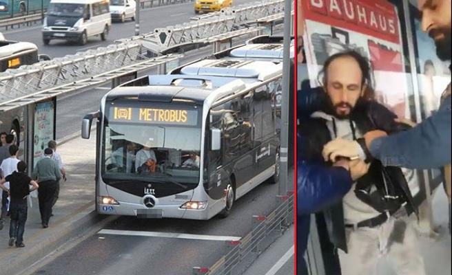 Metrobüste güpegündüz cinsel saldırı! O anlar kamerada