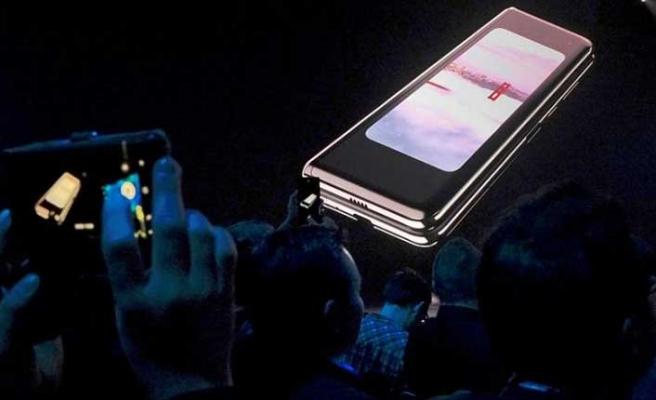 Samsung'dan katlanabilir ekranlı telefonla ilgili flaş karar