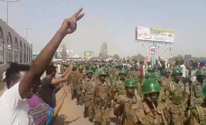 Sudan ordusu halkın tepkisini ölçüyor