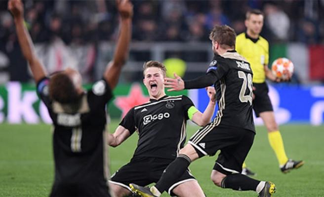 Ajax'ın galibiyeti ülke basınında geniş yer aldı