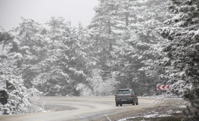 Türkiye'nin birçok yerinde kar yağışı etkili oluyor