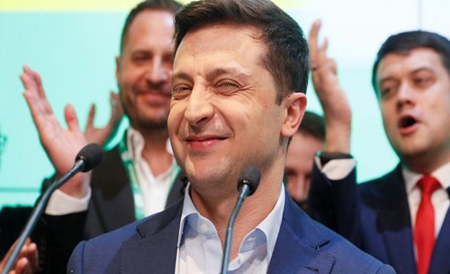 Ukrayna siyaseti renkleniyor! Zelenskiy devlet başkanı oldu