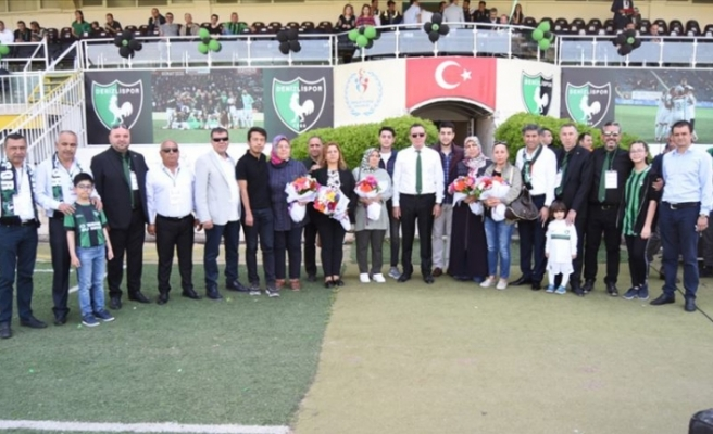 Abalı Denizlispor'un 'yükselme' maçını şehit anneleri de izledi