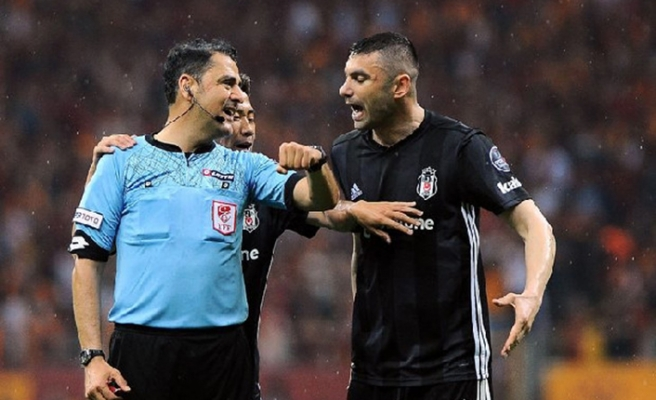 Ahmet Çakar Galatasaray-Beşiktaş derbisinin hakemi Bülent Yıldırım'a yüklendi!