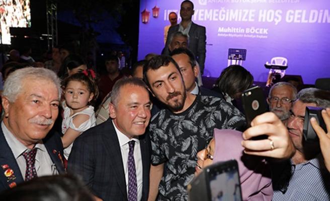 Başkan Böcek şehit ve gazi yakınlarını iftarda ağırladı