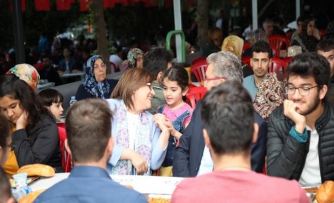 Başkan Şahin orucunu vatandaşlarla açtı