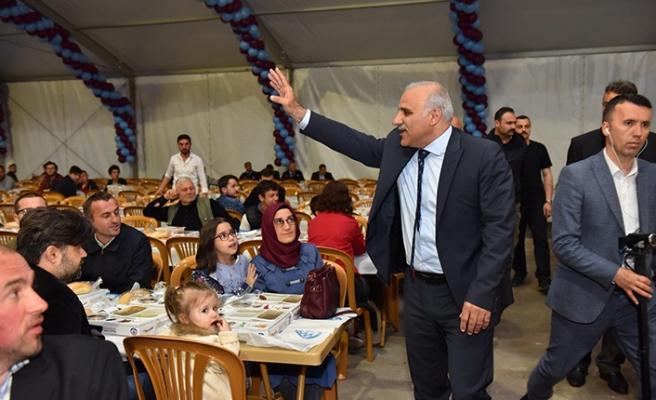 Başkan Zorluoğlu ilk iftarını hemşehrileriyle açtı