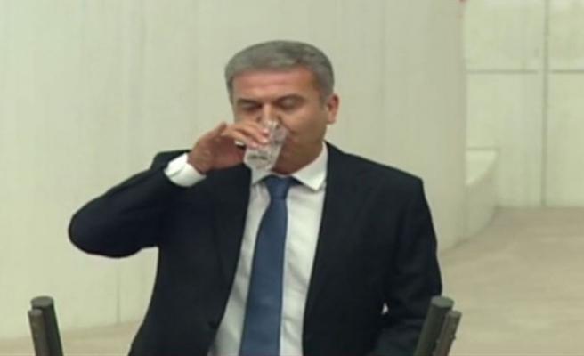 CHP'li vekilin Meclis'te içtiği su, Ramazan kavgasına neden oldu