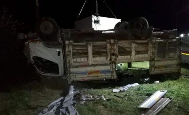 Düzensiz göçmenleri taşıyan kamyon devrildi: 5 ölü, 37 yaralı