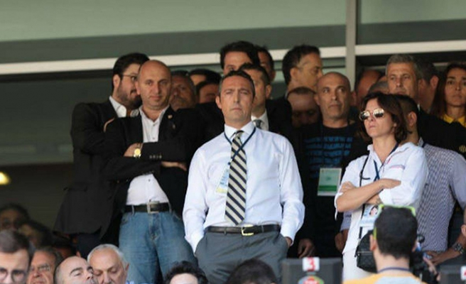 Fenerbahçe Galatasaraylı yöneticileri topa tuttu