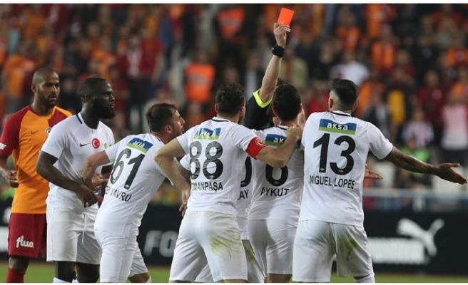 Hakeme ateş püskürdü! 'Kupayı Galatasaray'a hediye etti'