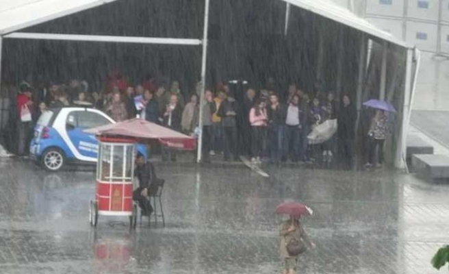 İstanbul'da şiddetli yağış ve dolu sürprizi