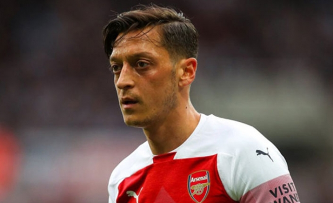 Mesut Özil'in kolyesi Almanları çıldırttı
