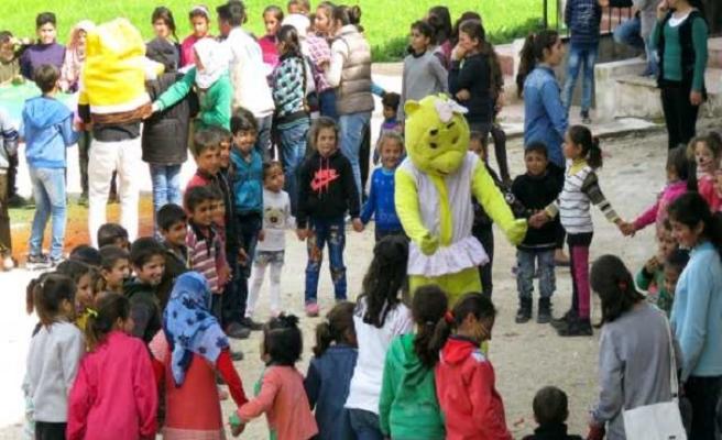 Savaş mağduru Afrinli çocukların yüzü Türkiye'de güldü