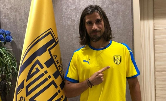 Süper Lig oyuncusu Tiago Pinto sözleşmesini tek taraflı feshetti