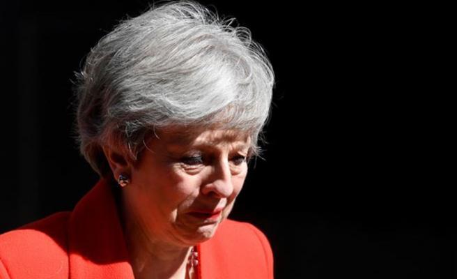 İngiltere Başbakanı Theresa May ağlayarak istifasını açıkladı!