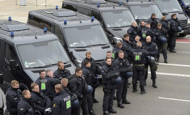 Alman polisi soyguncuların peşinde
