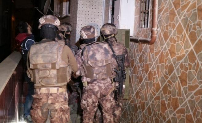 Bin polisle dev uyuşturucu baskını: 52 gözaltı!